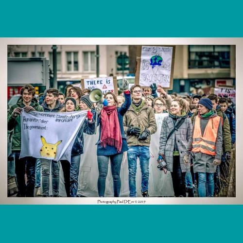 """Kobe: """"10 km lopen, daar is een klimaatmars niets tegen!"""" Dankzij o.a. Solidagro kregen wij, Sint-Niklase jongeren, de kans om onze stem te laten horen voor een betere toekomst. Dankzij hun steun konden wij een heuse klimaatmars door Sint-Niklaas op gang trekken! Nu is het aan ons om Solidagro te steunen en hun een stem te geven (in dit geval eerder loopvoeten) voor agro-ecologie in het Zuiden! Niet toevallig een thema dat wij, klimaatjongeren, nauw aan ons hart dragen... Youth for climate Sint-Niklaas represented! PS: Hopelijk eindigen we aan de finish niet zo warm en bezweet als de aarde die opwarmt..."""